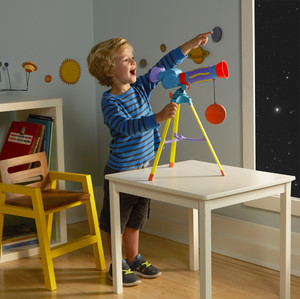 E5109_my_first_telescope_boy2